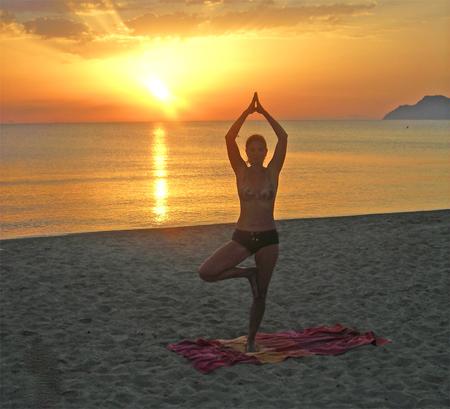 yoga-bei-sonnenaufgang